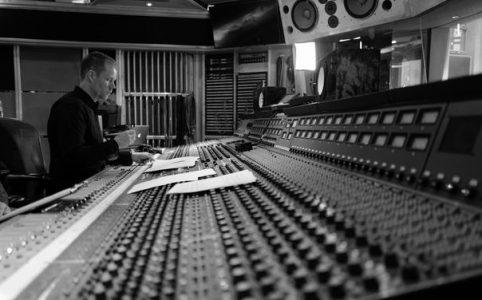 Max Richter im Studio
